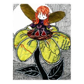 Kleine rote Schuh-Fee, die auf einer Blume sitzt Postkarte