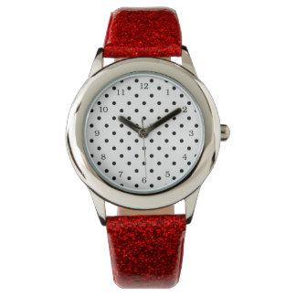 Kleine schwarze Tupfen auf weißem Hintergrund Armbanduhr