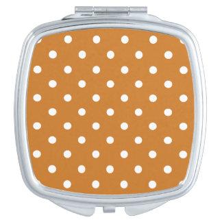 Kleine Tupfen - Weiß auf Ocker Taschenspiegel