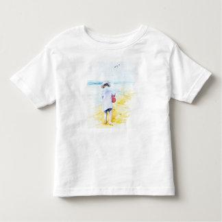 Kleiner Junge am Strand Kleinkind T-shirt