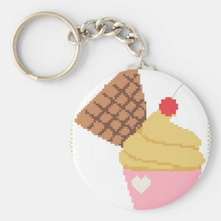 kleiner Kuchen mit einer Kirsche auf die Oberseite Schlüsselanhänger