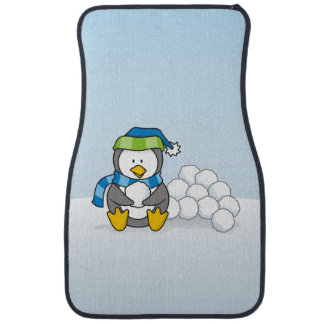 Kleiner Pinguin, der mit Schneebällen sitzt Automatte