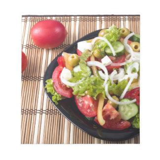 Kleiner Teil Gemüsesalat der Tomate Notizblock