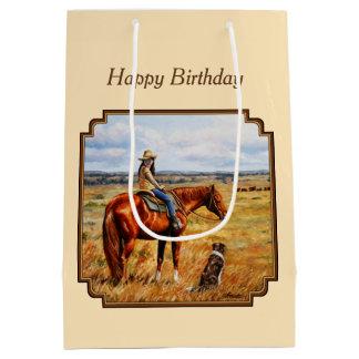 Kleines Cowgirl auf Vieh-Pferdegelb Mittlere Geschenktüte