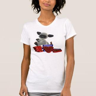 Kleines Lamm, das auf Kästen Schokoladen sitzt T-Shirt