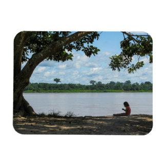 Kleines Mädchen auf dem Amazonas in Peru Rechteckige Magnete