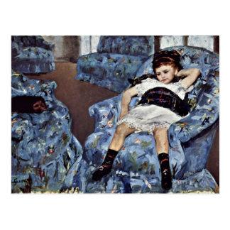Kleines Mädchen im blauen Lehnsessel durch Cassatt Postkarte