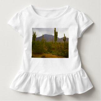 Kleinkind-Rüsche-T-Stück helle Sahuaro Kakteen Kleinkind T-shirt