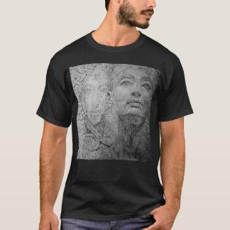 Kleopatra auf grundlegendem dunklem T - Shirt