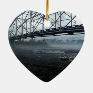 Knik Fluss-Brücke Keramik Herz-Ornament