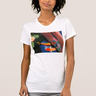 Koi Tätowierungs-Lilien-Teich T-Shirt