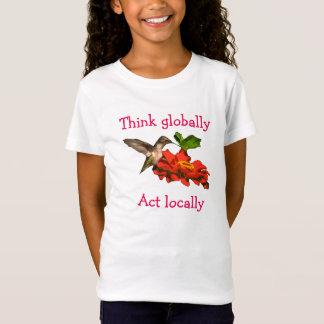 Kolibri denken an global Tat am Ort T-Shirt