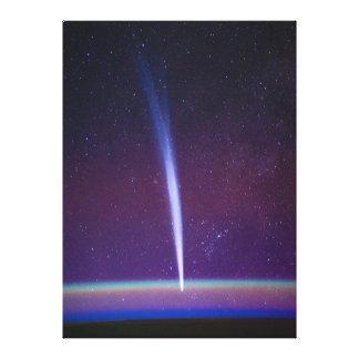 Komet Lovejoy nahe dem Horizont der Erde Gespannte Galeriedrucke
