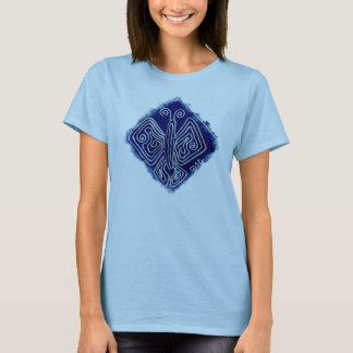 Königlicher Schmetterling auf bequemem hellblauem T-Shirt