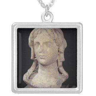Kopf von Berenice I oder Kleopatra I Versilberte Kette