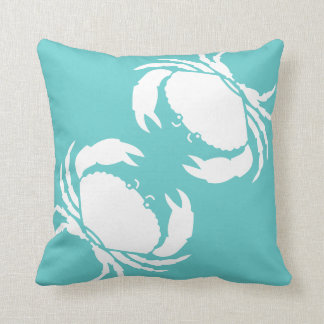 KRABBEN WEISS auf aquamarinem blauem Kissen
