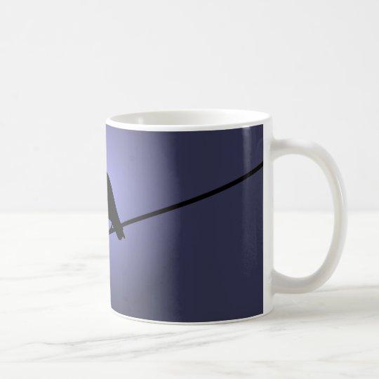 Krähe auf einem Telefon-Draht Kaffeetasse