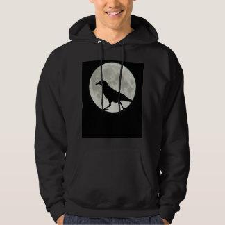 Krähe geht durch Mondschein Hoodie