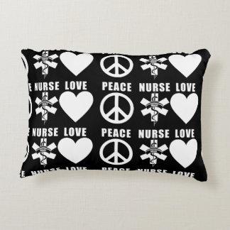 Krankenschwester-Liebe-Frieden Zierkissen