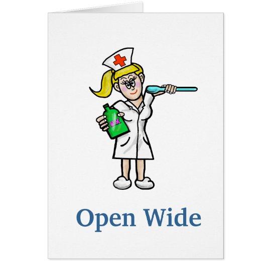 Krankenschwester mit flüssiger Medizin erhalten Karte