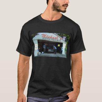 Kreide Michaels an der Auto-Reparatur - T - Shirt