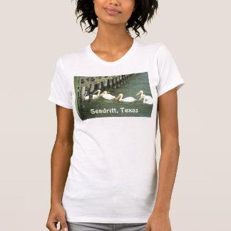 Kreuzende Pelikane, Seadrift, Texas T-Shirt