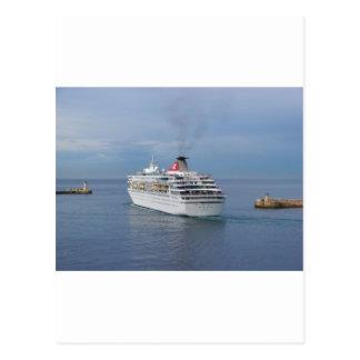 Kreuzfahrt-Schiff, das Malta verlässt Postkarte