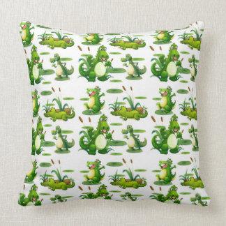 Krokodile im Teich Kissen