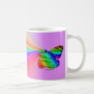Kröte braucht auf stille Art Kaffeetasse