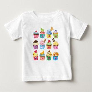 Kuchen-Monogramm-köstlicher Bonbon gebackene gute Baby T-shirt