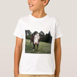 Kuh, die heraus Zunge haftet T-Shirt
