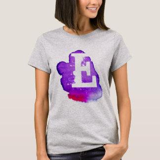Kundenspezifisches Monogramm auf lila Watercolor T-Shirt