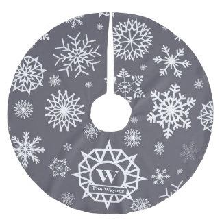 Kundenspezifisches Monogramm-Schneeflocke-weißes Polyester Weihnachtsbaumdecke