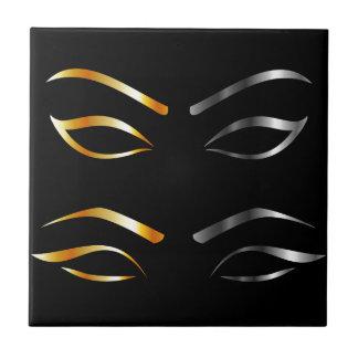 Künstlerische Augen mit den goldenen und silbernen Keramikfliese