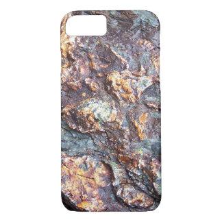 Kupferne Felsen auf dem Strand Cornwall England iPhone 8/7 Hülle