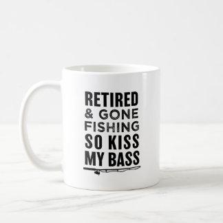 Kuss so zu fischen, zurückgezogen und gegangen kaffeetasse