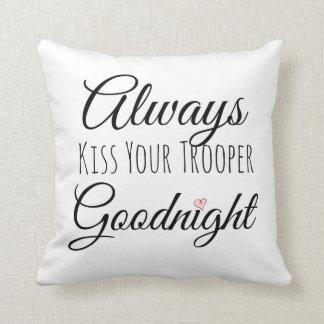 Küssen Sie immer Ihr Soldat-gute Nacht Kissen