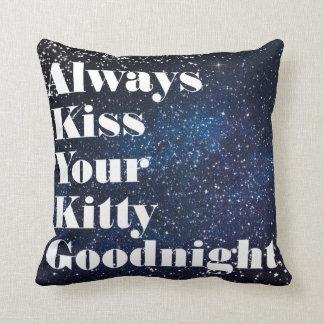 Küssen Sie immer Ihre Miezekatze-Typografie Kissen