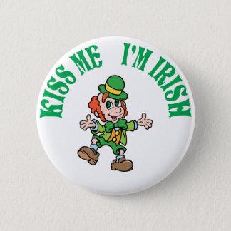 Küssen Sie mich, den ich irischer Tanzen-Kobold Runder Button 5,1 Cm