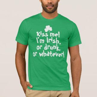 Küssen Sie mich, den ich irisches betrunkenes bin, T-Shirt