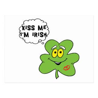 Küssen Sie mich, den ich irisches Geschenk bin Postkarte