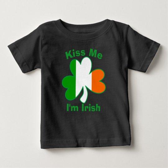 Küssen Sie mich, den ich irisches Kleeblatt-Shirt Baby T-shirt