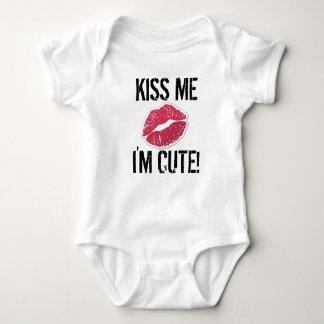 Küssen Sie mich, den ich niedliche Baby Strampler