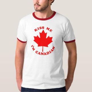 Küssen Sie mich Kanadier Im T-Shirt