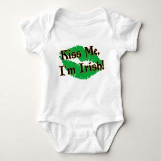 Küssen Sie mich Säuglings-Strampler Baby Strampler