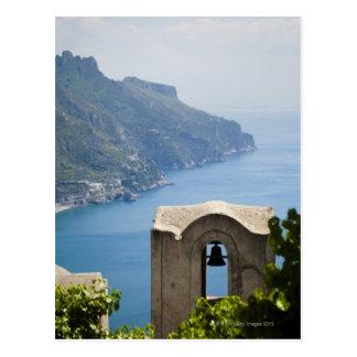 Küste Italiens, Amalfi, Ravello, Glockenturm mit Postkarte