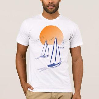 Küstensegeln-Yachten am Sonnenuntergang T-Shirt