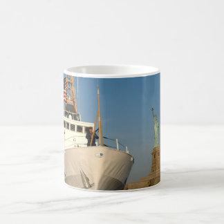 Küstenwache und die Freiheits-Statue Kaffeetasse