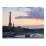 La France, Paris, bateau de visite sur la rivière  Cartes Postales