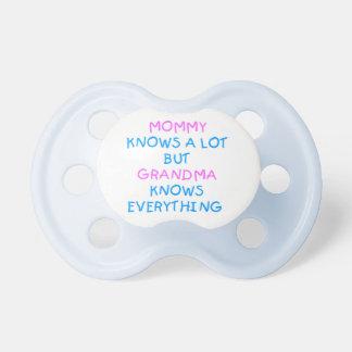 La grand-maman sait tout cadeau du jour de mère de tétine